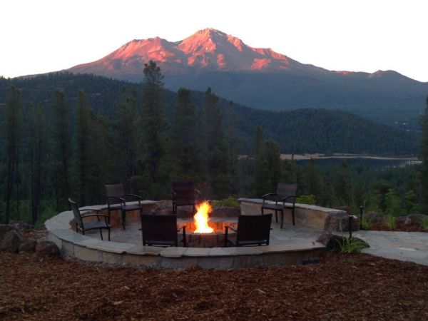 Mt. Shasta image website News concerts announced