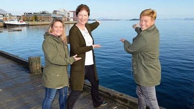 3 women gesturing to an island