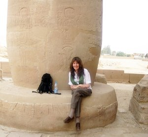 Siska Tovey sitting in front of a pillar in Egypt